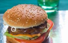 龍華酒店  首創「龍華乳鴿漢堡」